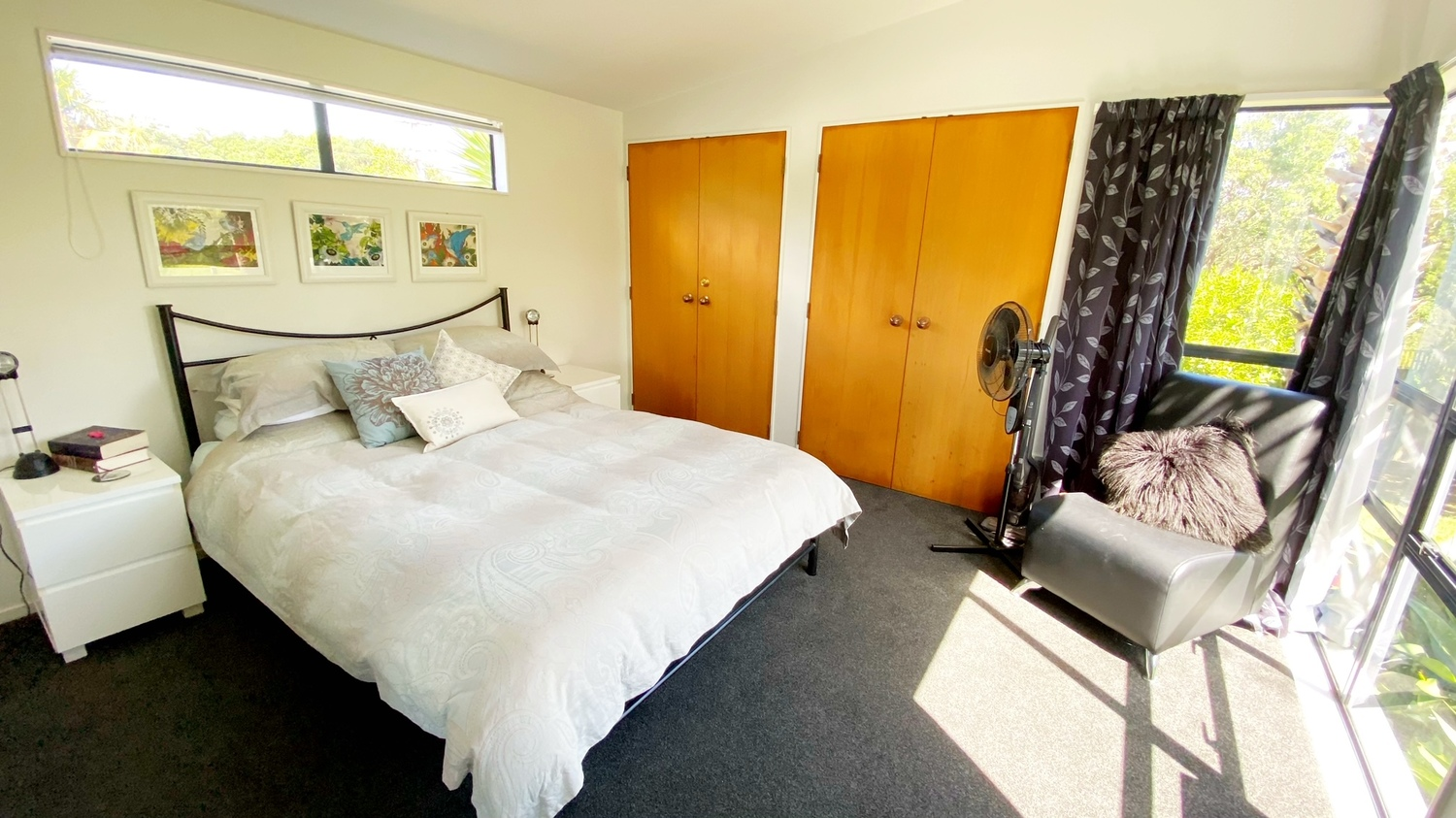 16._Woodlands_Bedroom_1_with_blind_open_above_bed.msg_1500x843.jpg