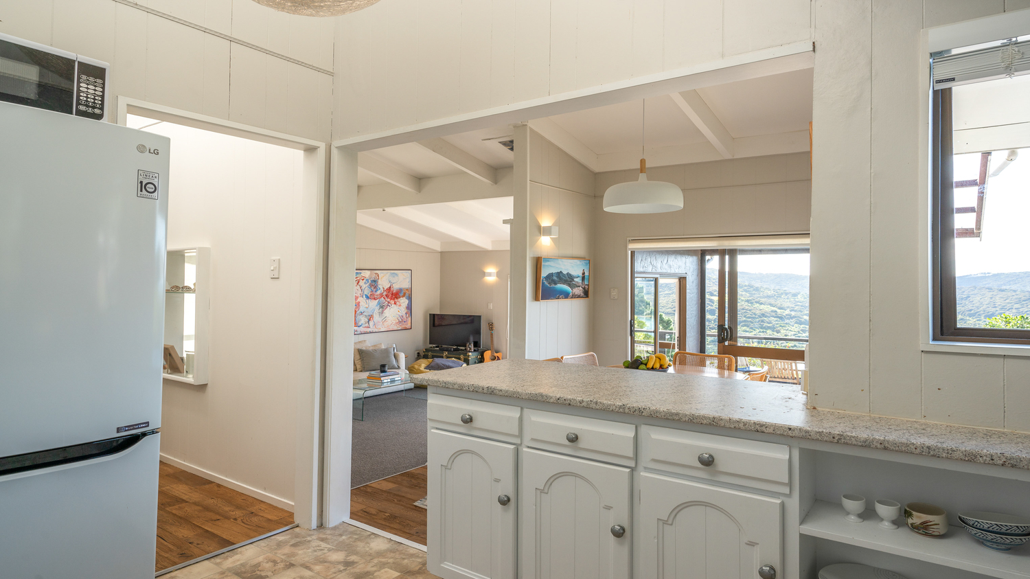 23._Baywatch_-_from_kitchen_to_lounge_and_dining_1500x843.jpg