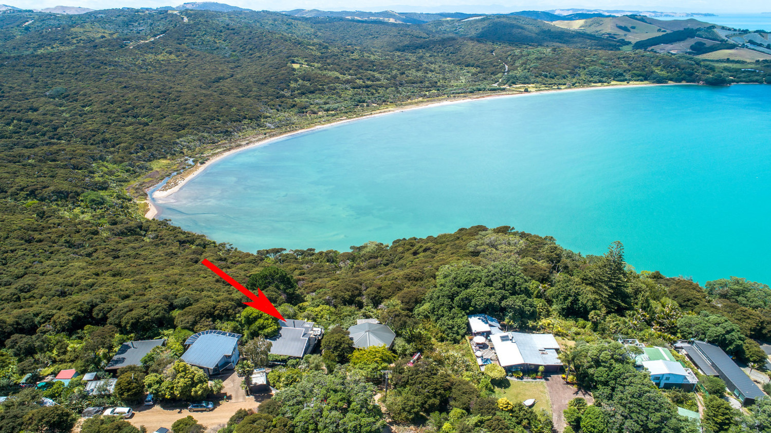 5._Baywatch_-_aerial_shot_from_above_with_bay_in_background_and_arrow_1500x843-1.jpg
