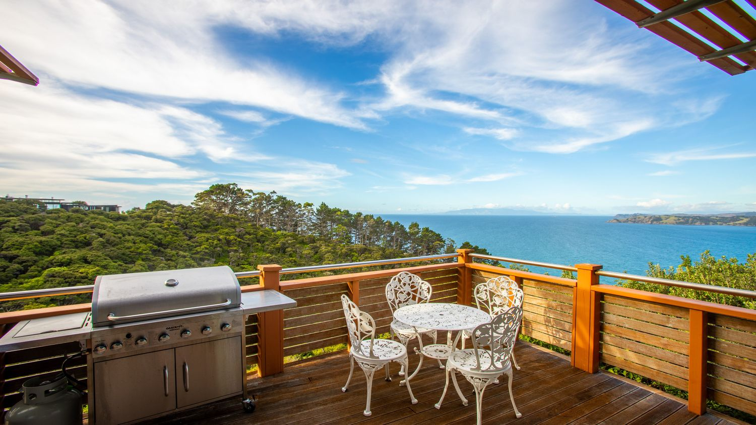 11._Seaview_from_verandah_with_table_setting_view_and_bbq_1_1500x843.jpeg
