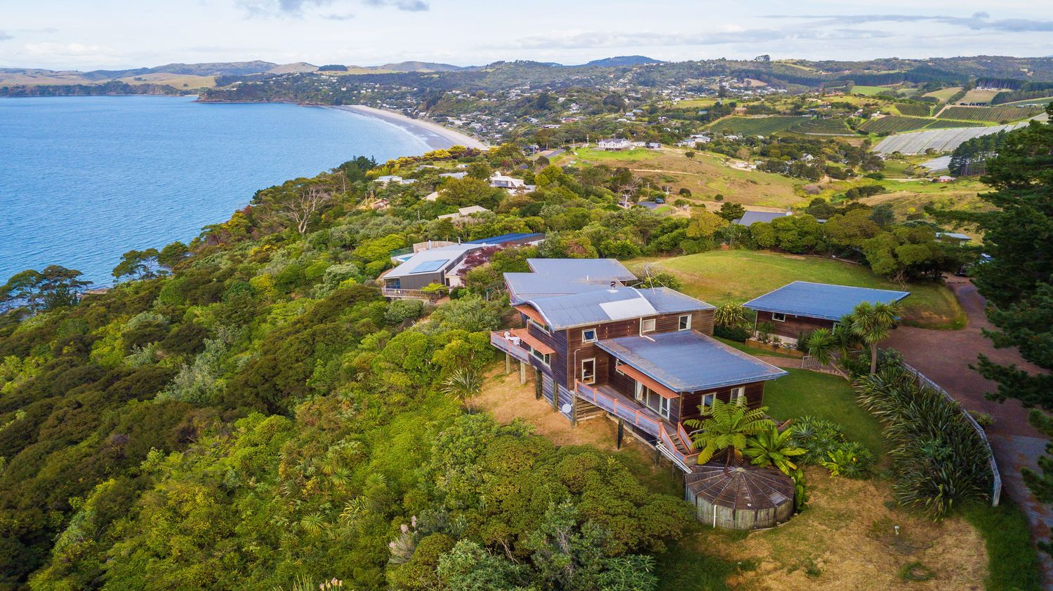 14._Seaview_drone_image_from_sky_with_side_image_of_house_1500x843.jpeg