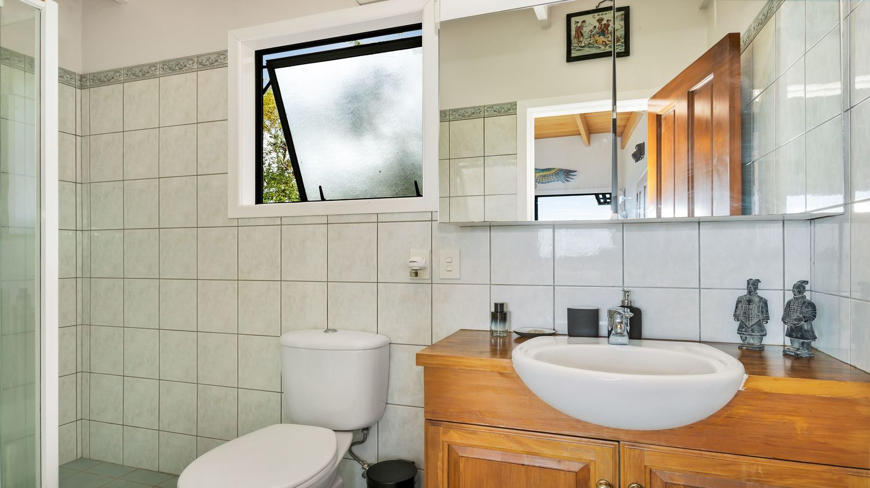 17._Seaview_with_main_bathroom_1500x843.jpeg