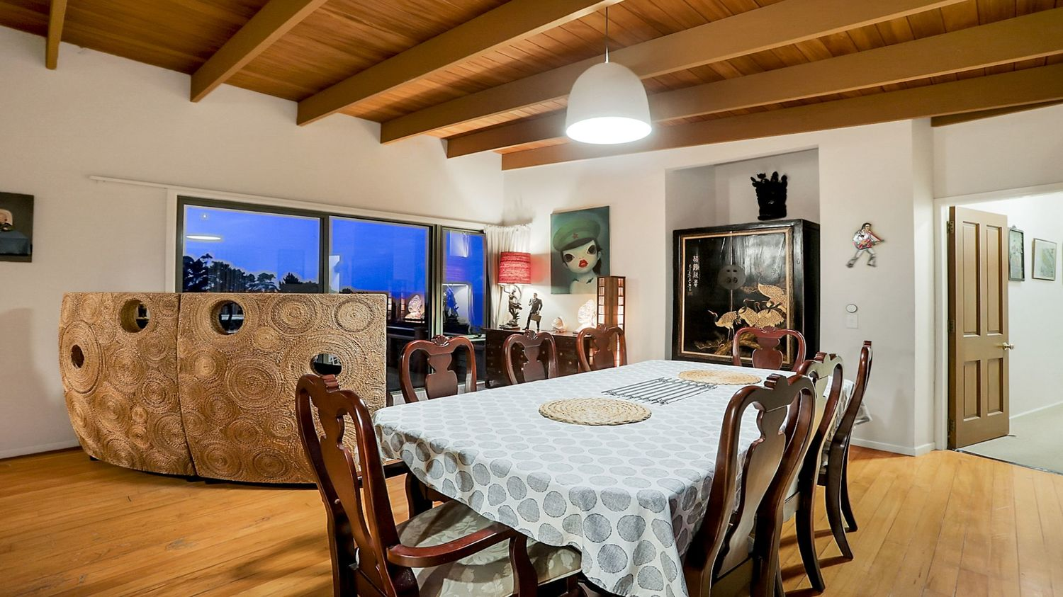 23._Seaview_with_dining_table_and_chairs_1500x843.jpeg