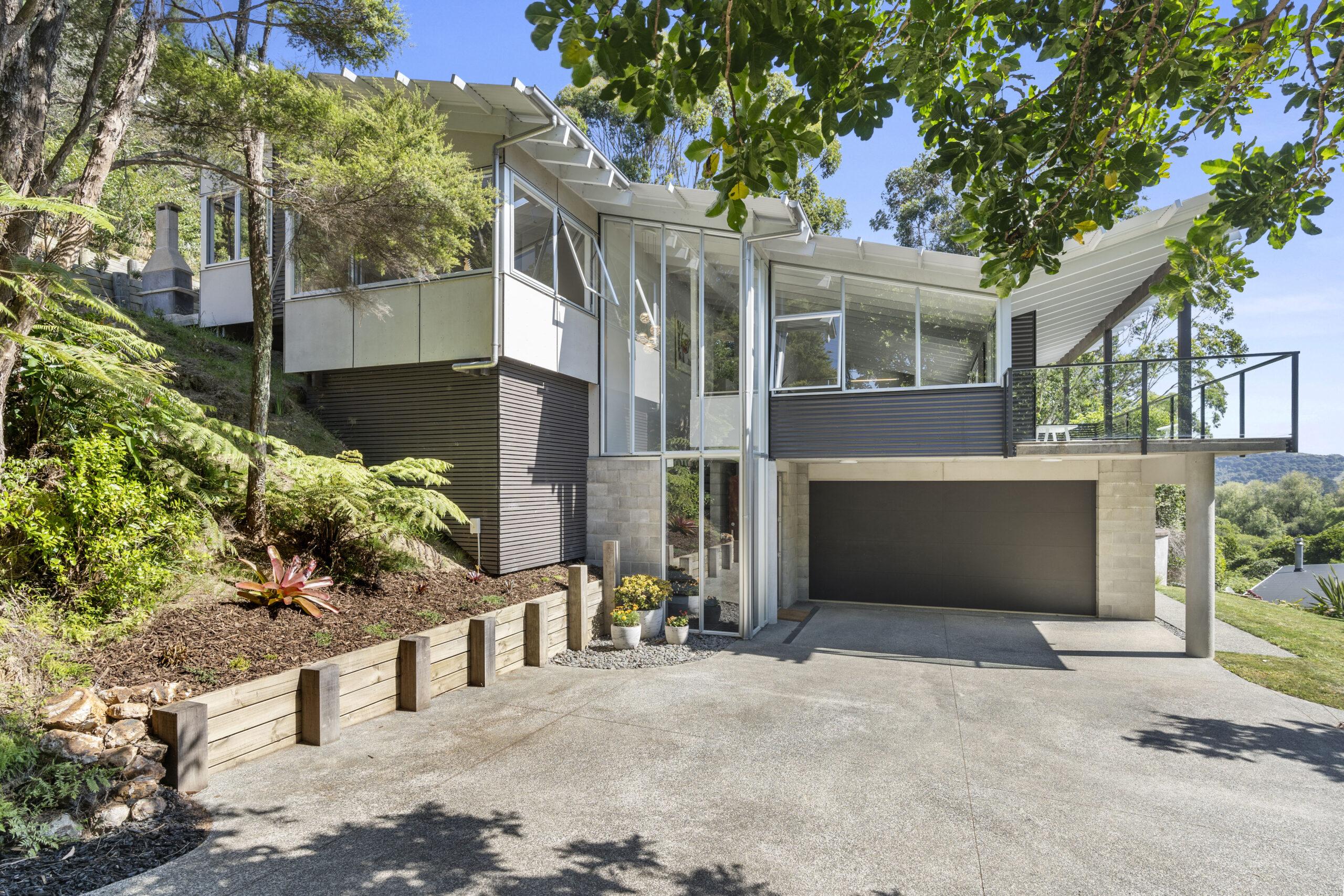 Architectural Home - Onetangi