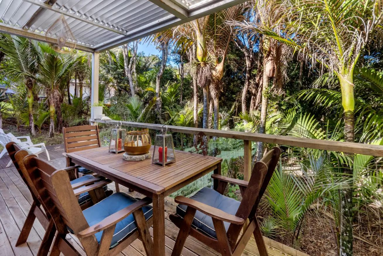 14.-Recent-table-and-chairs-on-back-verandah.jpg