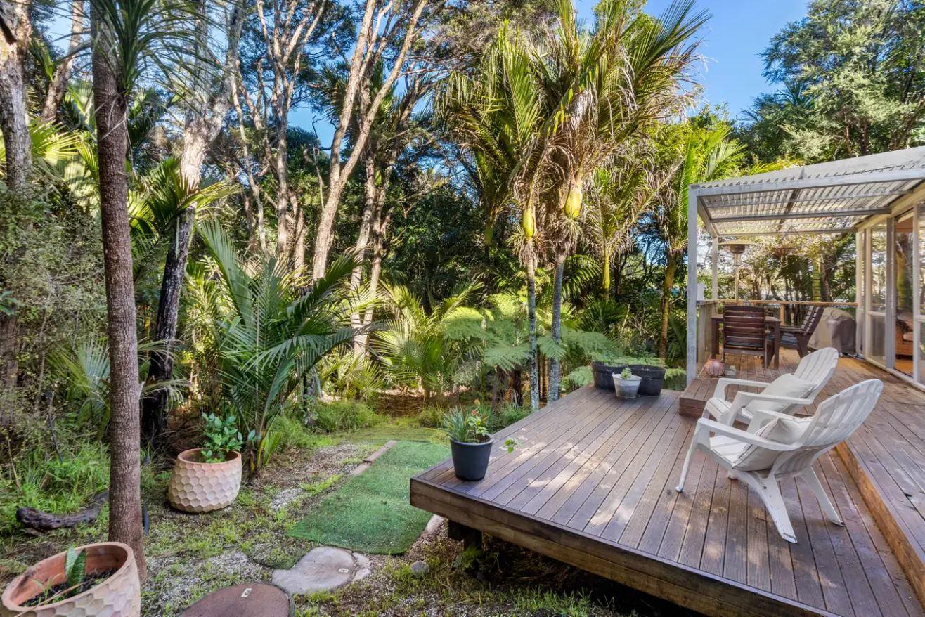 16.-Recent-back-verandah-looking-at-bush.jpg